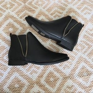 Bamboo Black Zippered Ankle Booties